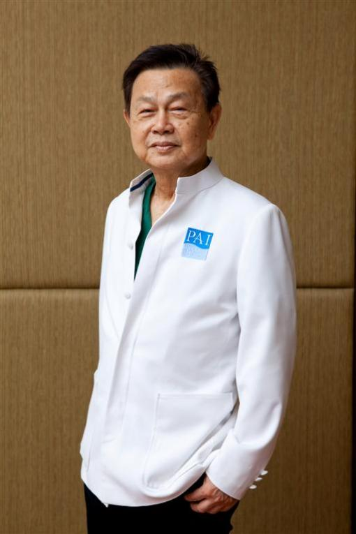 Dr.Preechas-surgeon